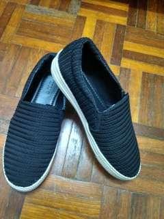 Vincci slip-on black shoe