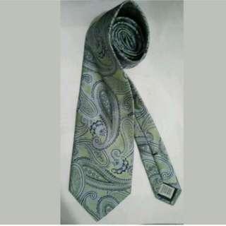 MA113 Geoffrey Beene Hand Made Silk Necktie / Cravat