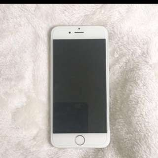 Iphone 6 • 64GBs unlocked silver