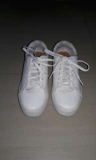 Auth h&m white shoes