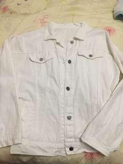 白色牛仔外套