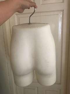 Maneqquin patung celana bawah ada 4