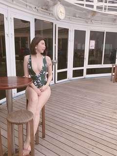 🚚 歐美 綠葉深V泳裝