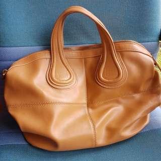 Givenchy nightingle .. sling bag givenchy ..kulit masih sangat bagus sekali
