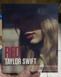 Taylor Swift : RED (Booklet edition)