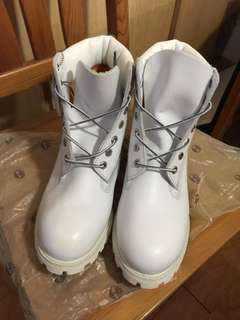 Timberland 6 inches classic boots (US 9.5)
