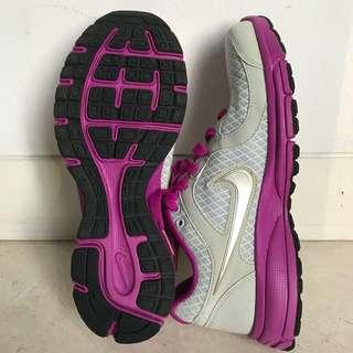 NIKE Shoes sz 6.5