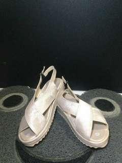 Isabel gigi sepatu sandal wanita cream