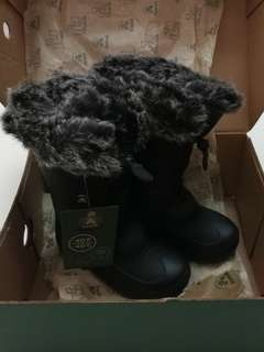 BNWT Kamik Snow Boots in size 13