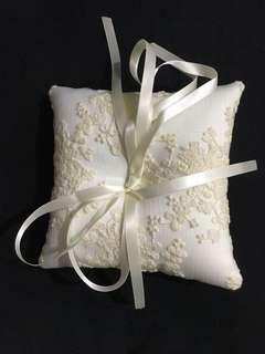 Wedding band cushion