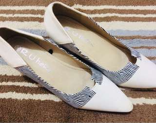White Animal print pointed heels  (NOT4SWAP)
