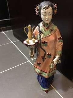 中國陶瓷 女人拿酒壺 擺設