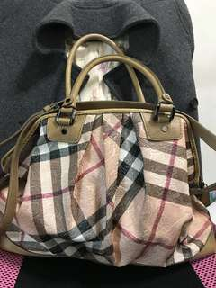 Burberry肩背斜背二用包、正品