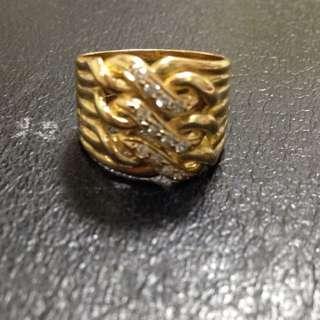 鑲有12顆真鑽的k金尾戒