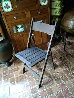Kerusi kayu antik