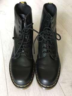Dr Martens boots (black)