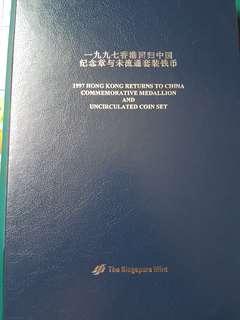 1997 Hong Kong Return To China Commemorative Medallion and Uncirculated coin set