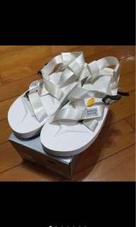 🚚 5折!Suicoke chin2-v 白色綁帶涼鞋(厚底款)