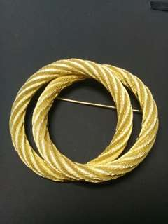 VINTAGE CHRISTIAN DIOR GOLD CABLE  INTERLOCKING  CIRCLE BROOCH