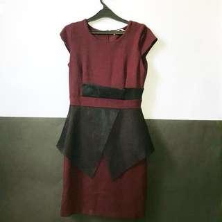 """FOR SALE!! Short dress Brand """"Mille"""". Warna maroon. Size M fit to L Baru 1 kali pakai. Masih bagus banget looks like new bener2 masih seperti 100% kondisinya no cacat sama sekali. Beli Rp 849.000 aku jual 299.000 aja 😻"""
