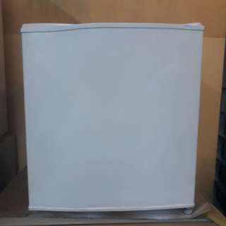 Goldstqr double mini Fridg freezer 95%ok Good condition one month warntey 01133530275 call me WhatsApp