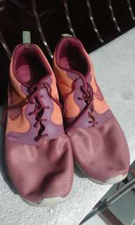 USED NIKE ROSHE RUN