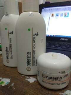 Natasha skin care: toner sisa 30%= 25k, facial wash 45%=30k , tirai(sunscreen) 80%= 50k. alasan jual karena mau ganti skin care (take all 100k)