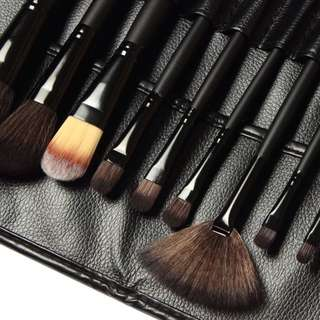 MAC BRUSH SET BRAND NEW