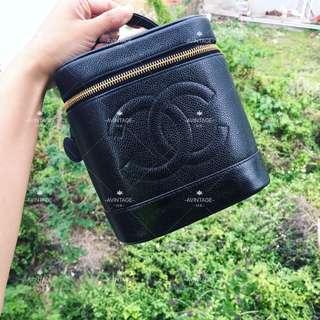 Chanel Vintage 黑色魚子醬化妝袋