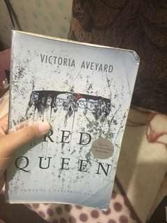 Red Queen by:Victoria Aveyard