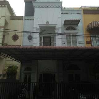 Rumah Classic Setiabudi Residence-1 / Blok D16. Jl. Abdul Hakim / Pasar 1, Tanjung Sari.  LT : 7 x 15 (105 M2) LB : Type 105 / 3 Lt.  3 K. Tidur & 2 K. Mandi.  Listrik 2200 Watt.  Air PAM & Sumur bor.  SHM 200m dari USU 500m dari Ring road