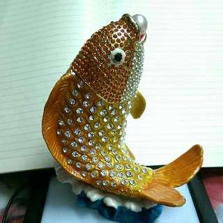 金色 錦鯉魚 嘴含珍珠 可藏首飾 16 cm 高約1.2kg 擺設 HK750元