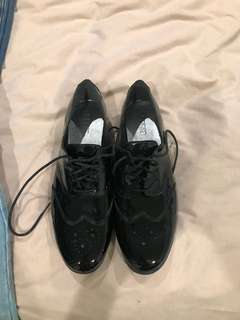 Leather brogues 40