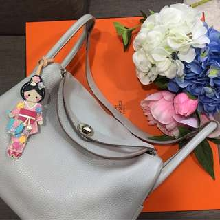 💕💕Super Good Deal!💕💕Beautiful Bicolore Lindy 30 in Gris Perle Clemence Leather and Crevette