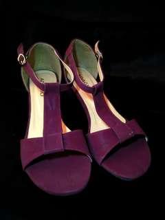 Sepatu heels maroon