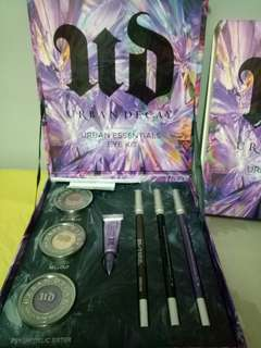 "Urban Decay ""urban essential eyekit"""