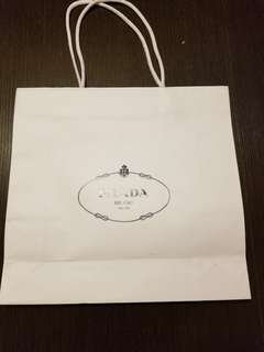 Prada 大紙袋