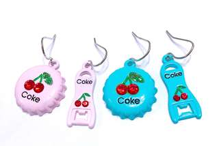 Korea ✈️韓國進口 夏日必備櫻桃可樂蓋不對稱造型 耳環 兩色可選 特價