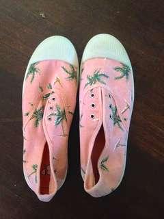 BP Beach shoes