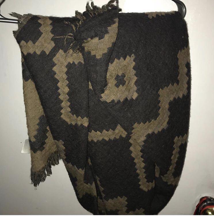 Aritzia Full Blanket Scarf