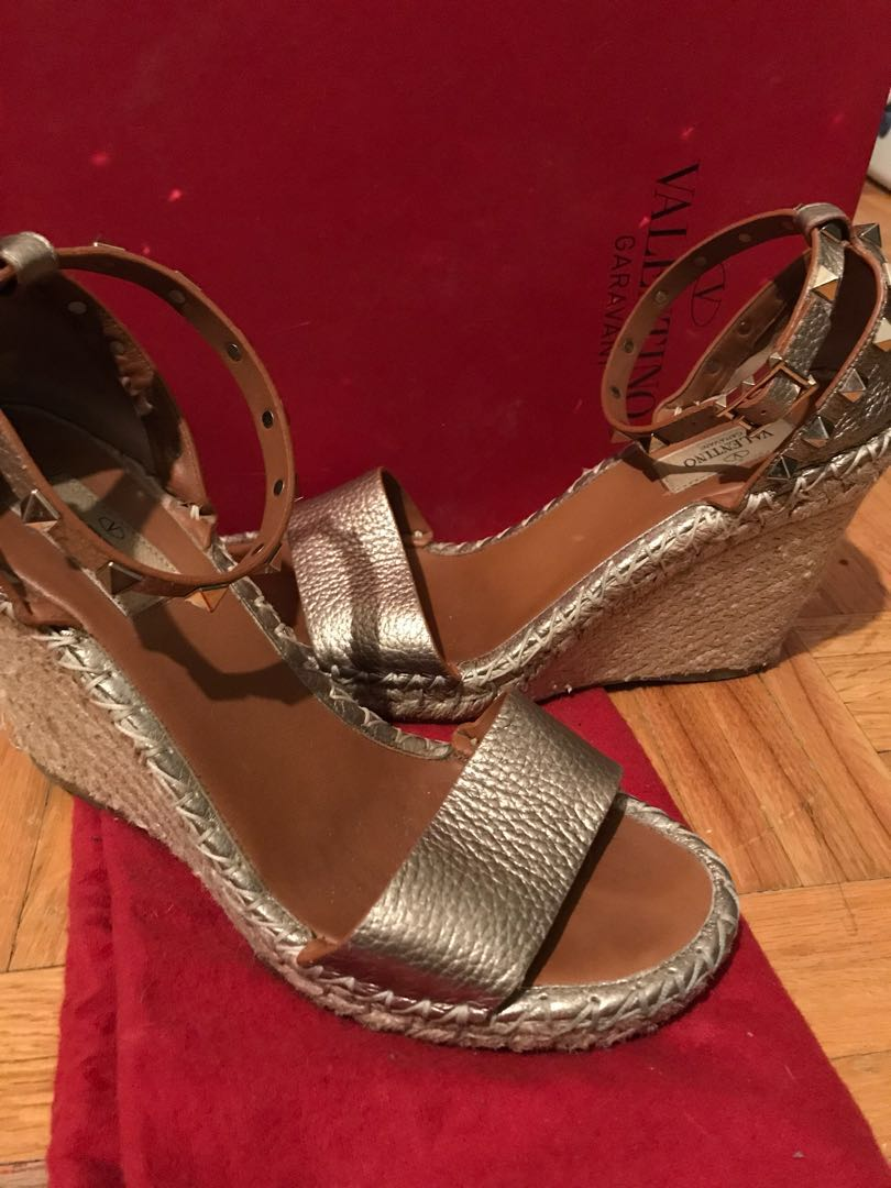 Authentic Valentino wedge sandals gold leather with stud