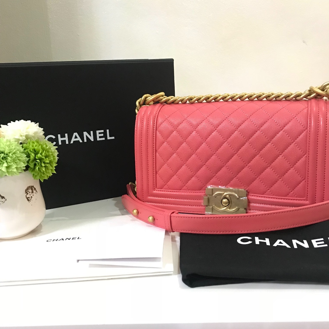 BNEW Chanel Boy Caviar Gold Hardware coral pink 25 series (2018) AUTHENTIC