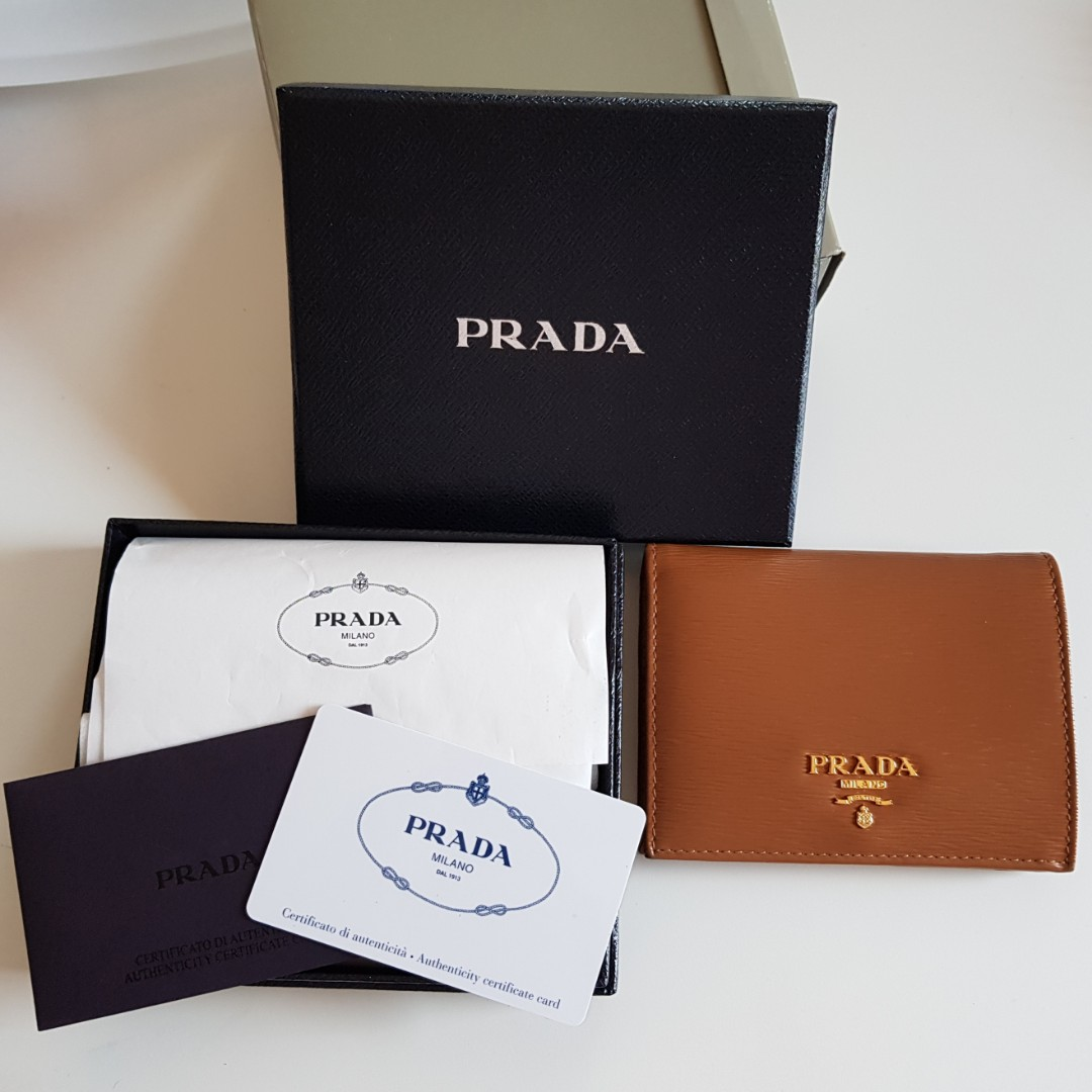 d54cd7aae9 EUC Prada Small Saffiano leather Wallet with coin compartment ...