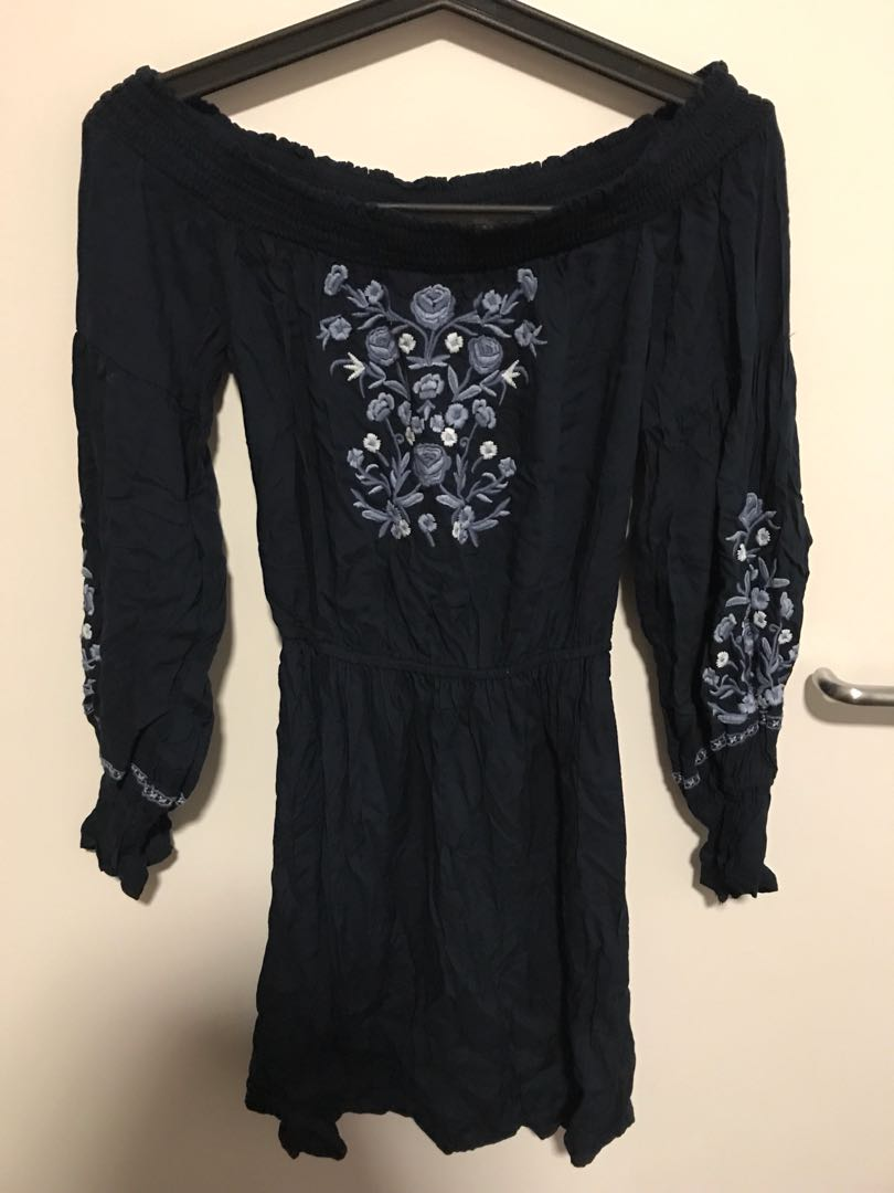 Hollister off shoulder dress size XS to s