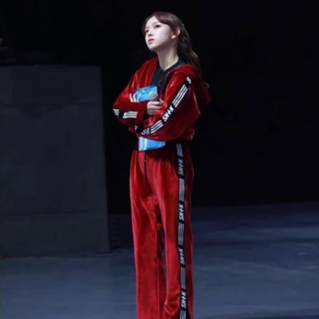 PO) WJSN CHENG XIAO Idol Producer Red Sweater Top and Pants ... 39eeba18e