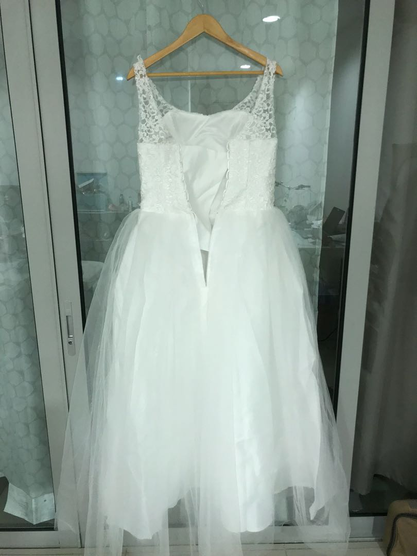 Simple wedding dress with veil, gloves and can can, Women\'s Fashion ...