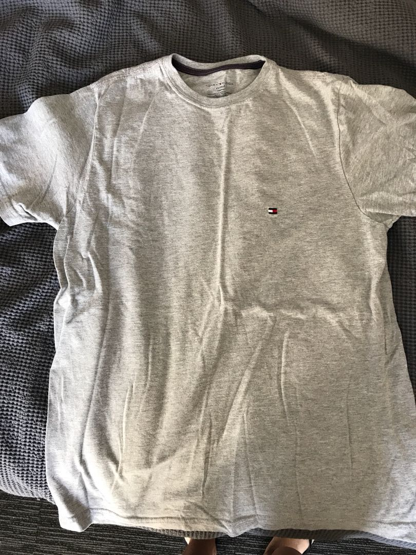 Tommy Hilfiger tee size s- m