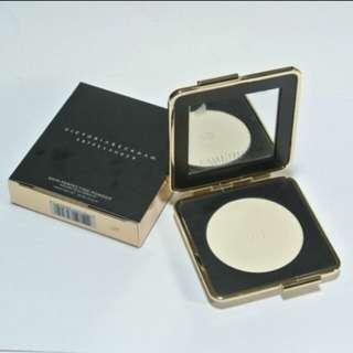 最平!Victoria Beckham x Estee Lauder Skin Perfecting Powder完美定妝粉餅