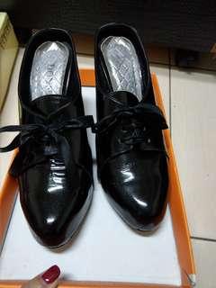 🚚 真皮半包鞋36、5