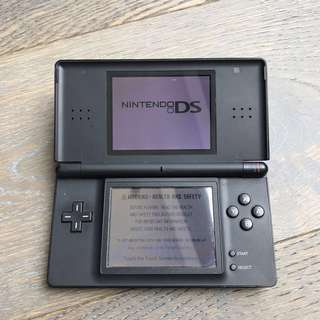 Nintendo DS comes with charger + 4 games